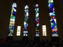 Die schönen Fenster der Kreuzkirche.