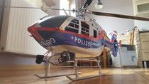 Arnold aus Sopron (Ungarn): EC135 mit hohem Landegestell und Scaleteilen, eigene Lackierung!