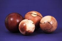 Holzarten: Mahagoni, Eibe, Zwetschke, Buche gestockt