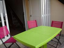 La terrasse et son salon
