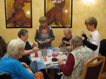 Mi., 02.12.2010 Sebastian  & Colin werden von den Senioren gut angenommen