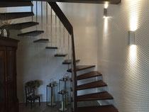 Modernes Treppenhaus mit 3D Fliesen an den Wänden