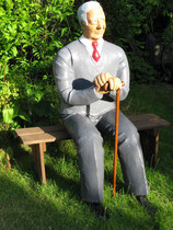 Betonfigur-Gartenfigur-alter-Mann-sitzend, ca. 130cm hoch