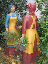 Betonfiguren-Blumenfrauen, ca. 165cm hoch
