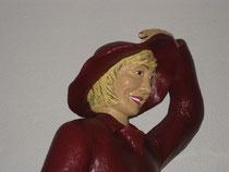Betonfigur-Gartenfigur-Frau-in-Regenzeug