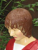 Betonfigur-junge-Frau-Portrait