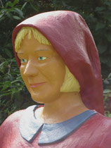 Betonfigur-Gartenfigur-junge-Frau-Portrait
