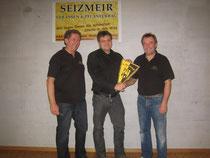 v.l.n.r: Peter Oberndorfer (Jugendleiter), Josef Seizmeir (Sponsor), Mike Wenger (2.Vereinsvorstand)