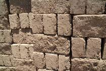 Adobe, Bausteine aus Lehm und Stroh