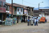 Ortschaft am Rio Madre de Dios, Peru