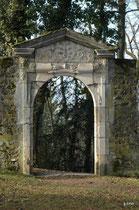 porte du jardin du cloître de St Bernard