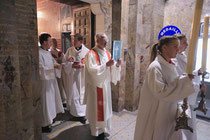 Einzug in die Rosenkranzbasilika - Evangeliar         Durand