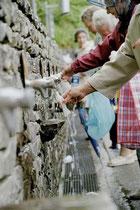 Zapfhähne für das Lourdes Wasser