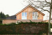 Steppenberg: Aufstockung Dachgeschoss, Boden-Deckel Lärchenholzschalung