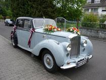 Unser Hochzeitwagen - ein Bentley.