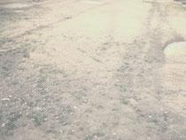 帰る場所  砂と写真のアルバム 2017                       アルバムA4(210×297mm)  写真(インクジェット)139×91mm    ボール紙50×80mm 砂 ポリ袋    作家蔵  Where I Belong  2017    album A4(210×297mm) photo(ink-jet)139×91mm  Cardboard(50×80mm)  sand  plastic bag   collection of the artist