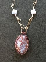 Crépuscule : cabochon jaspe serti de perles japonaises Miyuki, chaine fai main en argent massif 925 avec perles calcédoine