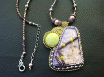 Iris : cabochon jaspe, collier assorti et dos cuir
