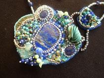 Porquerolles : cabochons de lapis lazuli et chips de véritables turquoises