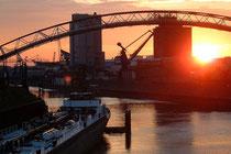 November 2004 - Herbstlicher Sonnenuntergang am Außenhafen.