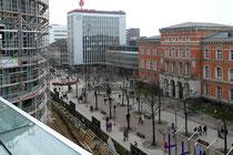 """März 2008 - Bald fertig ist das neue Einkaufszentrum """"Forum Duisburg"""": für September ist die Eröffnung geplant. Blick von der zukünftigen Restaurant-Terrasse auf die Königstraße."""