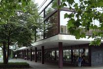 Juli 2004 - Seit 2 Jahren steht die Mercatorhalle nun schon leer. Ob das Urbanum aber tatsächlich gebaut wird steht mehr denn je in den Sternen.