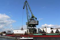 Ein weiterer Kran am Hafenkanal
