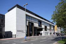 September 2015 - Am 22. August 2015 wurde mit einer großen Feier das Stadtfenster an der Steinschen Gasse eröffnet. Es beherbergt die zwei wichtigsten außerschulischen Bildungseinrichtungen der Stadt: die Stadtbibliothek und die Volkshochschule (VHS).