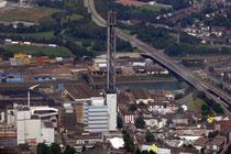 Stadtwerke-Turm und Außenhafen.