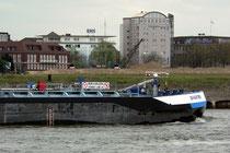 Blick vom Rhein nach Ruhrort