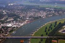 Erneut die A40-Brücke, diesmal Richtung Norden mit Homberg.
