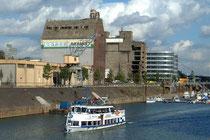 Oktober 2004 - Die verfallenen Schmuddelspeicher im Innenhafen wurden jetzt für 3 Mio. Euro verkauft um geplanten Neubauten zu weichen.
