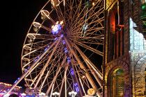 September 2010 - Die Beecker Kirmes ist das größte Volksfest am Niederrhein. 5 Wochen nach der Loveparade-Katastrophe normalisiert sich das Leben in Duisburg allerdings nur sehr langsam.