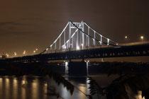 """Januar 2015 - Die 1936 eingeweihte """"Adolf-Hitler-Brücke"""" zwischen KR-Uerdingen und DU-Mündelheim wurde kurz vor Ende des 2. Weltkrieges von deutschen Truppen gesprengt. Nach dem Wiederaufbau wurde die 860 m lange Zügelgurtbrücke 1950 neu eröffnet."""