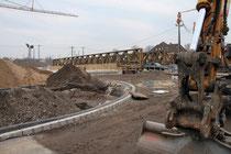 März 2013 - Endspurt beim Ausbau der Stadtautobahn. Die beiden Behelfsbrücken im Zuge der Mercatorstraße werden ab Mitte März demontiert, damit anschließend der südliche Teil der neuen Brücke über die verbreiterte A 59 gebaut werden kann.