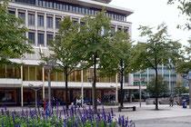 Blick vom König-Heinrich-Platz auf Karstadt und Spaeter