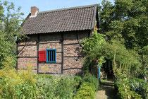 Oktober 2012 - Der Tag des Offenen Denkmals 2012 stand unter dem Motto Holz. Das Brau- und Backhaus ist Teil des Steinhaus-Großterlinden-Hofes in Friemersheim und wurde 1983-84 vollständig zerlegt, neu verzimmert und danach steingerecht ausgemauert.