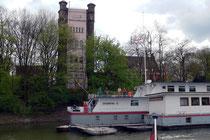 Schulschiff Rhein vor dem alten Trajektturm