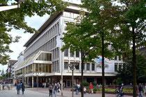 Karstadt-Haupteingang...