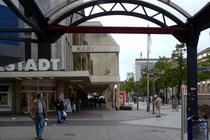 Karstadt-Eingang an der Tonhallenstraße