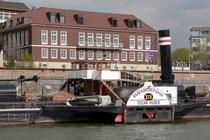 Vorbei an der Schifferbörse geht es in den Vinckekanal