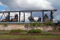 Mai 2006 - Im Landschaftspark Nord sind immer wieder faszinierende Aufnahmen möglich. Hier erobert die Natur langsam ihr Revier von der Industrie zurück - stimmungsvoll beleuchtet von der Frühlingssonne.