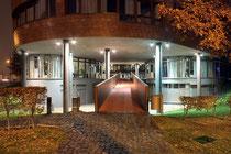 Februar 2013 - Ist ein UFO in Duisburg gelandet? Natürlich nicht, es ist der Eingang zum Innenhof des Infineon-Gebäudes in Huckingen. Aber futuristisch ist es allemal...