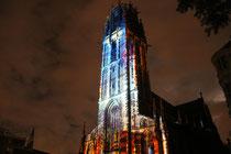 """Oktober 2010 - Ruhrlights: Twilight Zone begeisterte kleine und große Besucher. Staunend standen sie an den Lichtinstallationen im Innenhafen. Höhepunkt aber war die Salvator-Kirche als """"MercaTurm"""" mit einer großartigen Show aus Licht und Klang."""