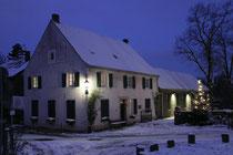 Dezember 2010 - Das Lehrerhaus im Dorf Friemersheim nach den ersten heftigen Schneefällen - eine ländliche Idylle in der Industriestadt.