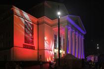 September 2012 - Nach dem Targo Bank Run wurde das Stadttheater, das in diesem Jahr 100 Jahre alt wird, stimmungsvoll angestrahlt. Höhepunkte des Programms waren eine Feuer- und Wassershow und natürlich das Feuerwerk zwischen Stadthaus und Stadttheater.