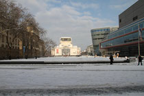 Innenstadt - König-Heinrich-Platz mit Gerichtsgebäude, Stadttheater und City Palais