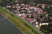 Laar und die Rheinfront.