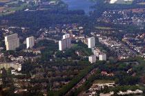 Die Hochhäuser in Hochheide, hinten ist noch der Uettelsheimer See zu sehen.
