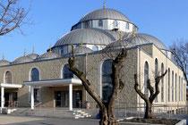 April 2009 - In Marxloh steht seit Oktober 2008 die größte Moschee Deutschlands - die Merkez-Moschee. Sie beherbergt auch eine Begegnungsstätte für alle Bewohner des Stadtteils und steht mit ihren hohen Bogenfenstern für Transparenz und Öffnung.